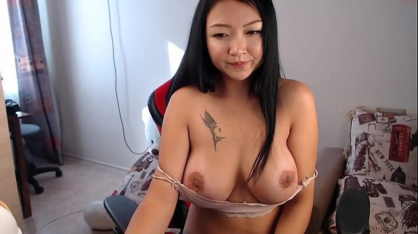 Busty Asian edges and squirts on live camera