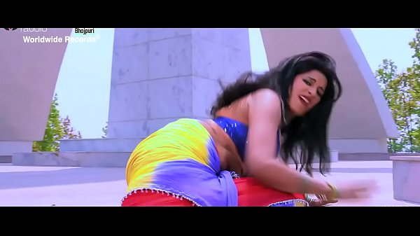 Sexy Bhojpuri song – super moves in bgrade dance by Indian babe